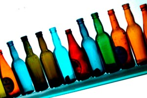 Formas de decorar las botellas. Cómo hacer botellas decorativas con distintas técnicas. Ideas para decorar las botellas