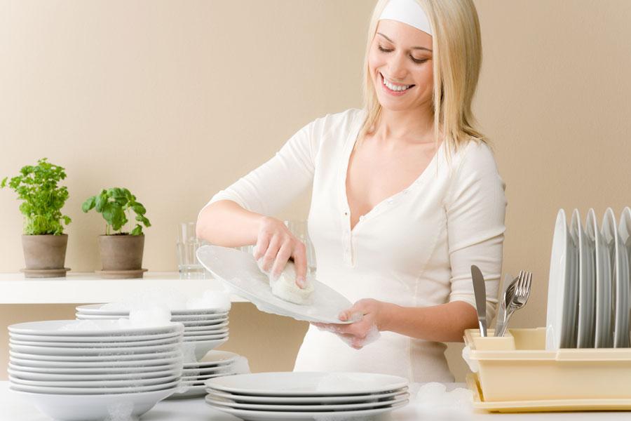 C mo lavar los trastes de forma efectiva for Trastes de cocina