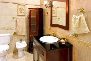 Cómo crear espacios de guarda en el baño