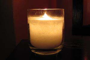 Velas originales con parafina rallada. Como hacer velas originales con parafina rallada sobre un vaso roto