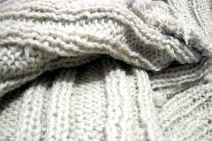 Qué hacer con un viejo suéter. ideas para reutilizar un suéter viejo. Tips para aprovechar un viejo suéter. Como reutilizar un viejo suéter.