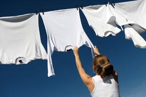 Consejos para blanquear las telas. tips para blanquear todo tipo de telas. Cómo blanquear prendas. Blanqueadores naturales para telas.