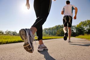 Consejos para elegir el calzado para caminar sin dolor. Evita el dolor al caminar eligiendo el mejor calzado. Tips para elegir el calzado para camina