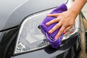 Pasos para pulir el coche. Tips para pulir el auto. Cómo pulir tu coche. Guía para pulir el auto. Como usar pasta pulidora para el coche.