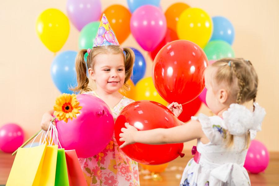Ideas para envolver regalos en globos inflables. Una idea genial para envolver regalos dentro de globos inflables. Como envolver regalos en globos
