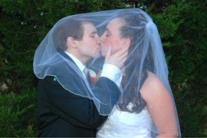 Como guardar el traje del novio y el vestido de la novia. Consejos para guardar bien el traje y vestido de los novios.