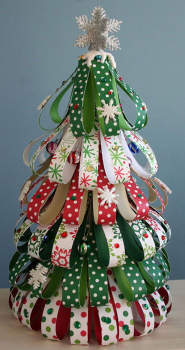 Resultado de imagen para como hacer un arbolito de navidad con rollos de papel