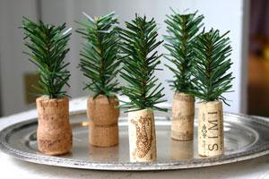 Cómo hacer Pequeños Pinos Navideños con Corchos