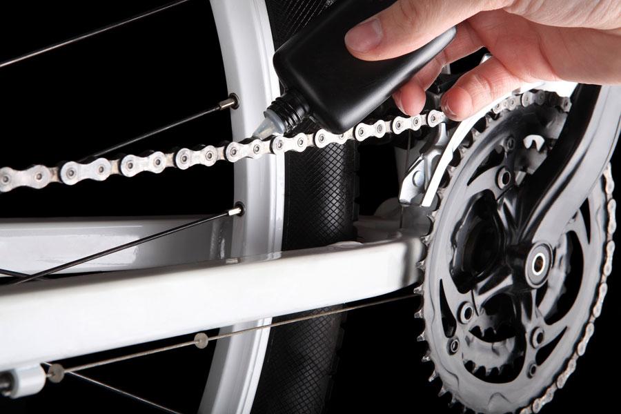 Cómo engrasar la cadena de la bicicleta
