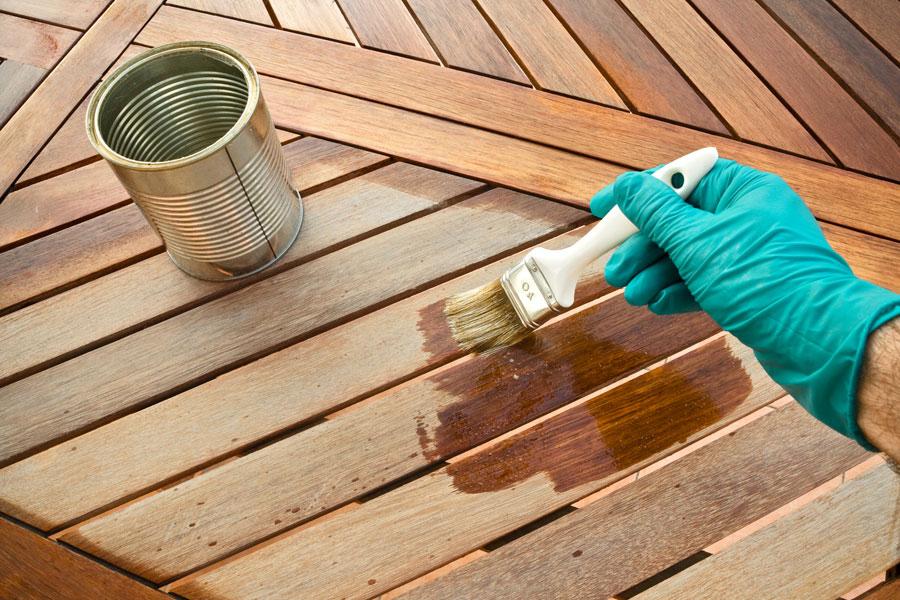 C mo barnizar la madera - Tratamiento para madera de exterior ...