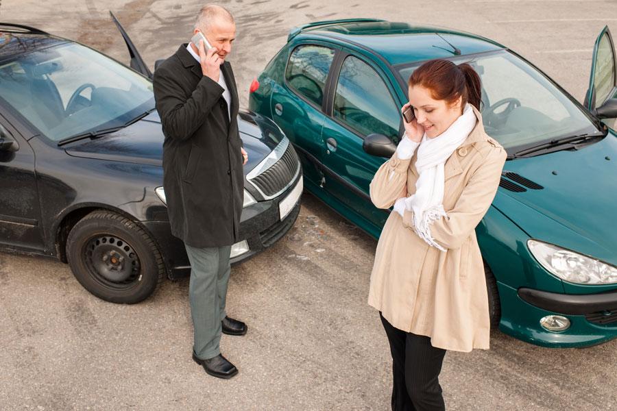 Cómo actuar si chocamos con otro coche