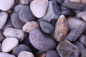 Cómo hacer artesanías con piedras de río
