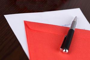 Guia completa para escribir un sobre al enviar una carta. Donde poner el destinatario y remitente en un sobre para enviar por correo
