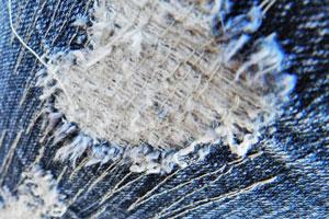 Técnicas para desgastar los pantalones de jean. Cómo desgastar las prendas de jean o denim. Desgastado de pantalones de mezclilla o vaqueros
