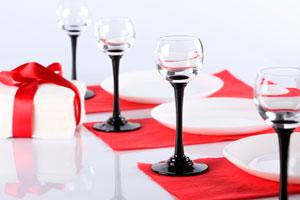 Cómo decorar una mesa semi-formal en Navidad