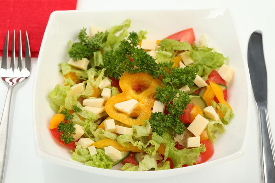 Recetas de ensaladas completas y rendidoras. Ensalada Tabuleh, Ensalada Nicoise, Ensalada Rusa, Ensalada Waldorf y salad party