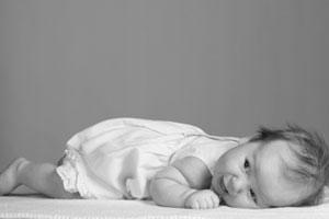 Qué hacer si el bebé se cae de la cama
