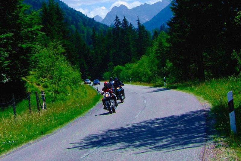 Al viajar en moto debes organizar varias cosas. Descubre todo lo que necesitas para tu viaje en motocicleta.