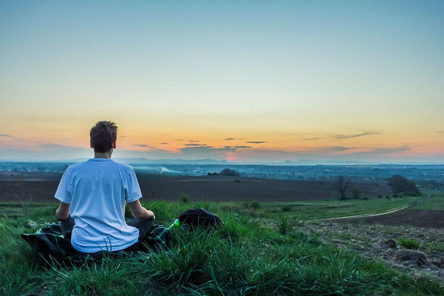 Cómo hacer una meditación para liberar las malas energías. Liberar sentimientos negativos con la técnica del globo. Meditación para liberar angustias