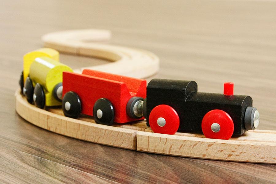 Cómo decorar con juguetes colgantes una habitación infantil. Idea para decorar un cuarto infantil. Juguetes colgantes para una habitación de niños