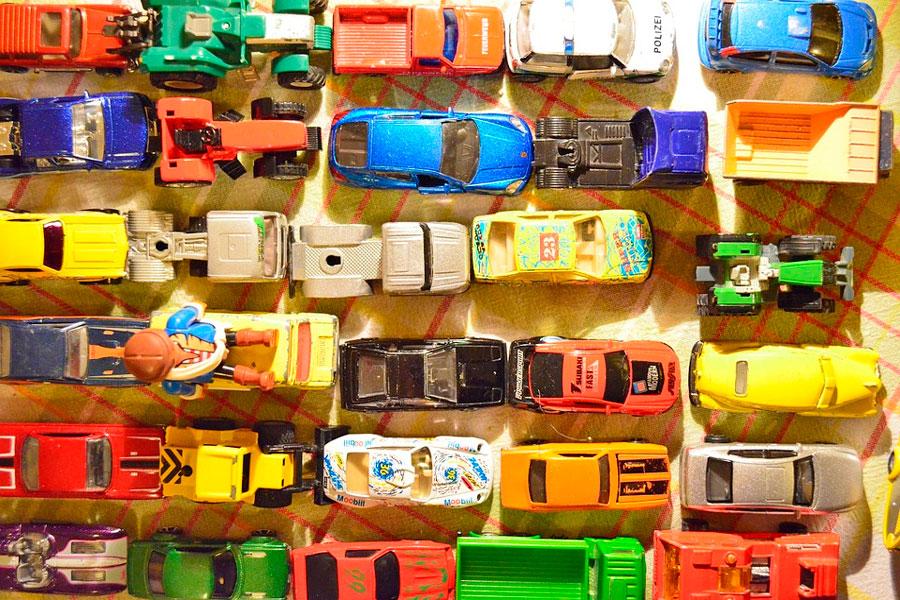 Cómo hacer un organizador de juguetes magnético. Idea para hacer un organizador de juguetes. Cómo organizar los autitos de juguete