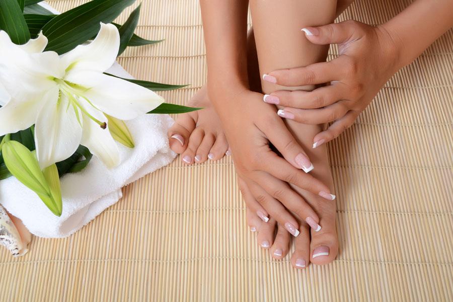 Pedicura casera para una pies bellos y saludables. 4 pasos para una pedicura completa en casa. eliminar impurezas, pulir, hidratar y embellecer