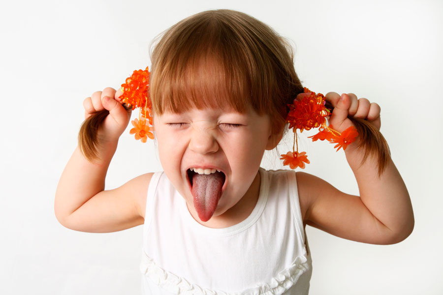 Cómo corregir los problemas de conducta del niño. Cómo ayudar a niños con problemas de conducta. Cómo tratar a un niño caprichoso
