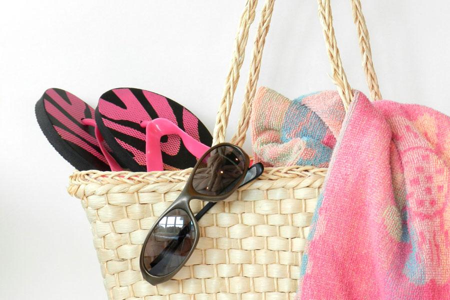 Cómo armar las maletas para ir a la playa. Qué elementos llevar a la playa. Accesorios para llevar a la playa que no debes olvidar