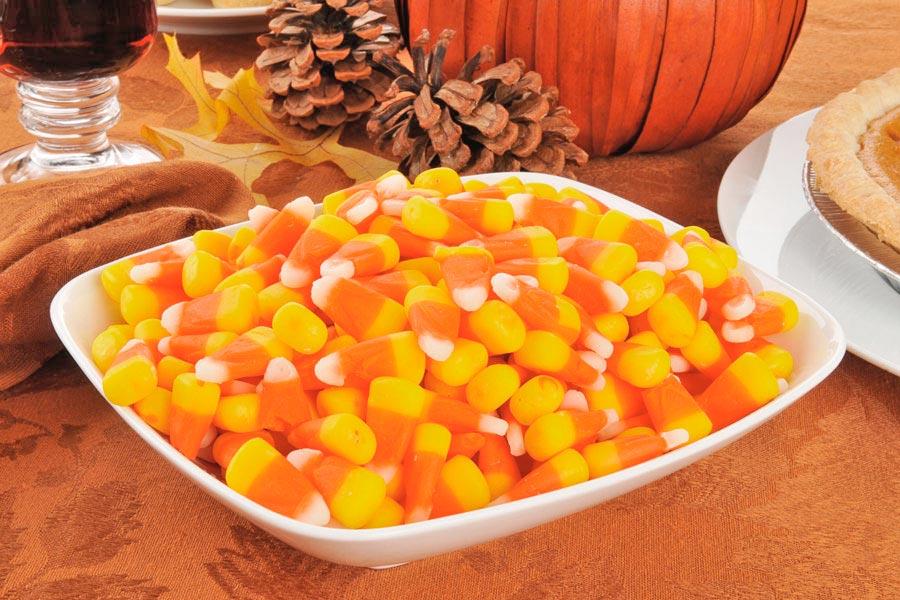 Ingredientes y preparación para hacer dulces de maíz o corn candy tradicionales de halloween. Cómo hacer corn candy en casa