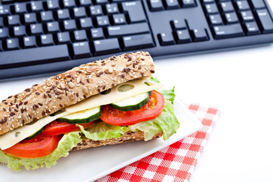 Consejos para comer mejor en la oficina. Cómo comer más sano en el trabajo. Menú saludable para la oficina. Claves para comer sano en el trabajo