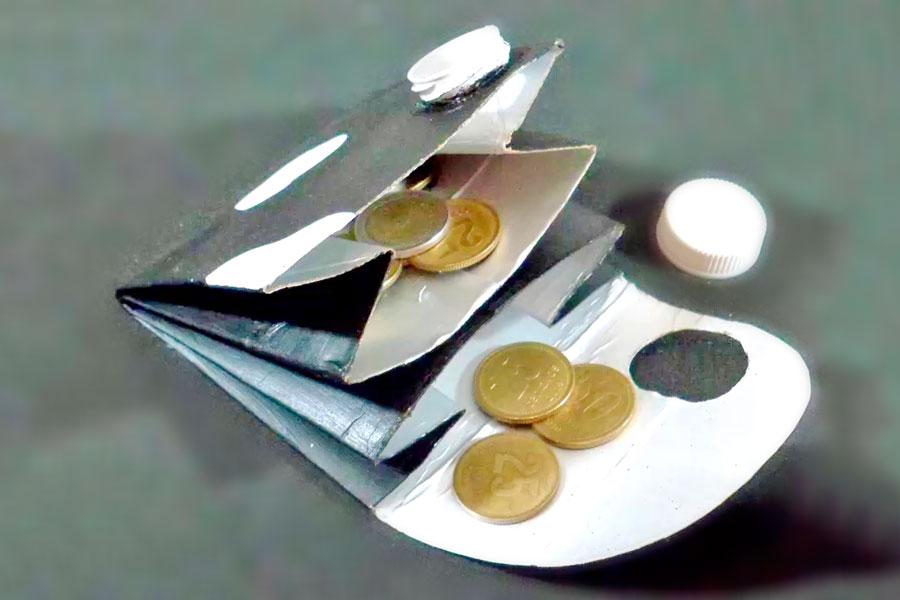 Como hacer un monedero con un envase tetra brick. Guia para crear un monedero con un envase de carton. Reciclaje: monedero hecho con una caja