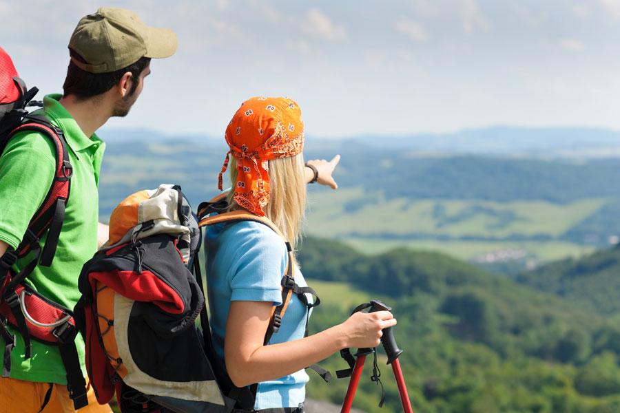 Claves para hacer senderismo. Cómo practicar senderismo o trekking. Equipamiento necesario para hacer trekking. Consejos para practicar senderismo