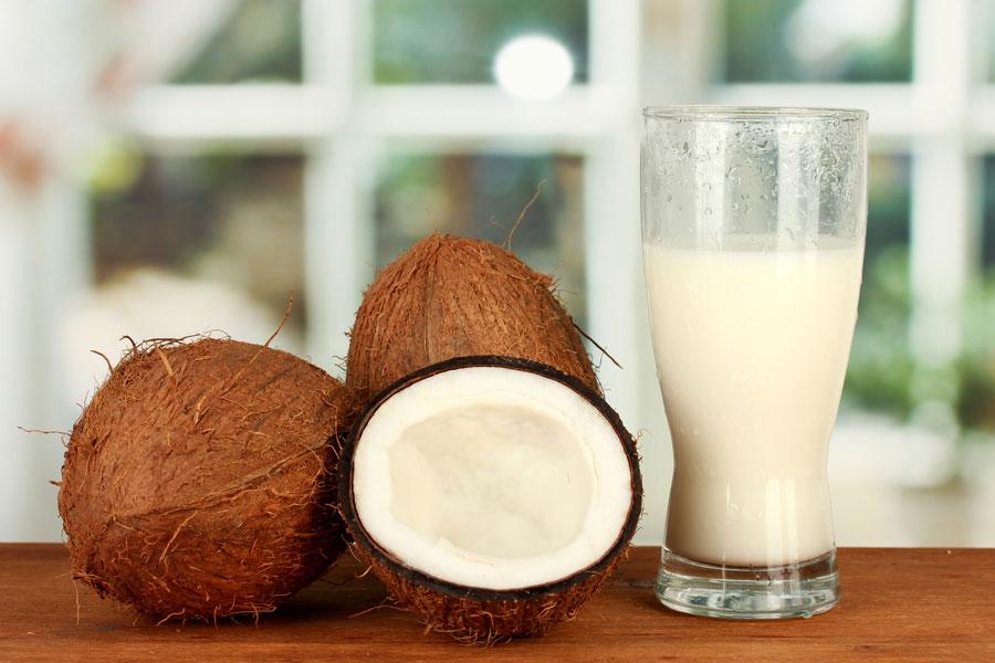 Receta para preparar yogur casero de coco. Ingredientes para hacer yogur de coco.
