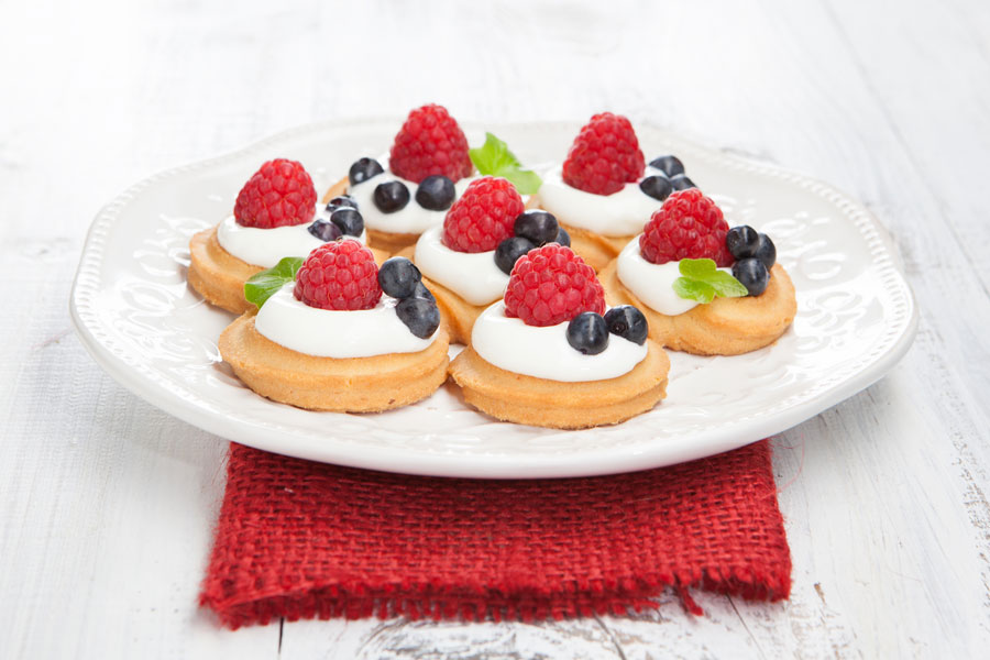Cómo preparar pasteles miniatura rellenos. Receta de mini pasteles rellenos. Preparación de pasteles miniatura rellenos