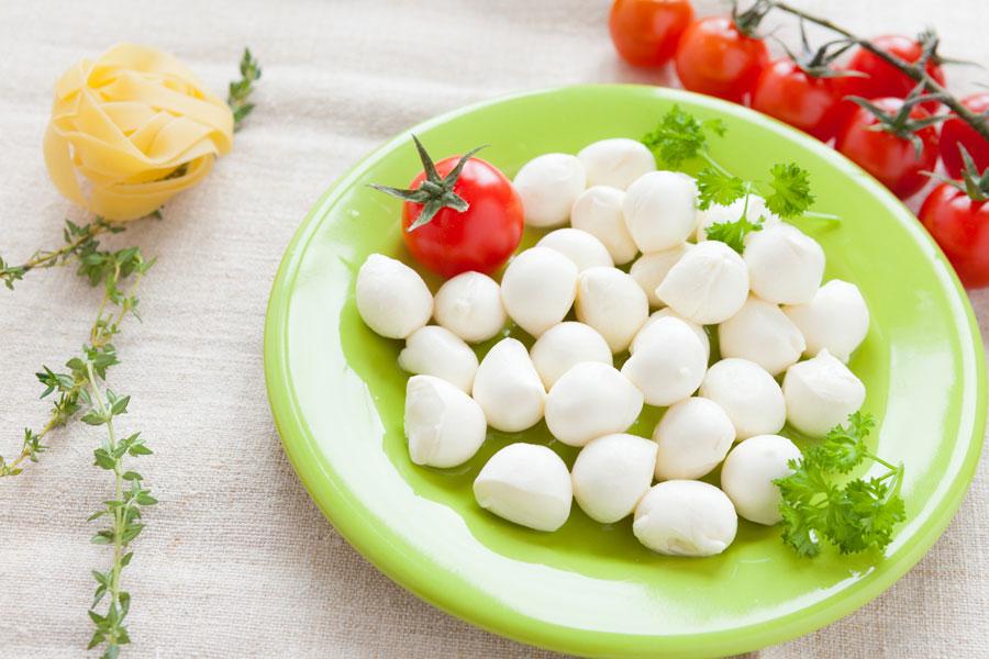Receta rápida para hacer queso mozzarella. Cómo preparar mozzarella casera en 30 minutos. Pasos para preparar queso mozzarella casero