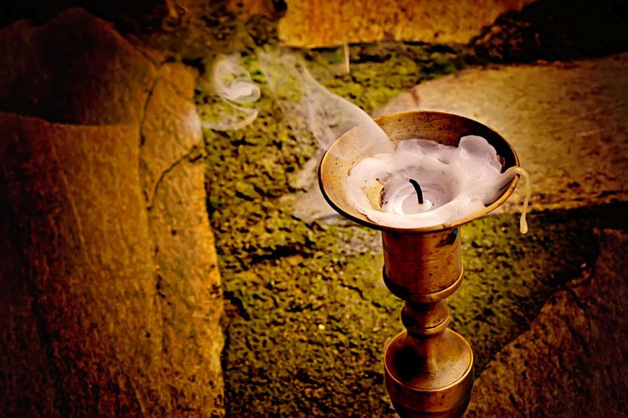 Significado de soñar con velas. Cómo interpretar los sueños con velas. Claves para entender los sueños con velas y candelabros