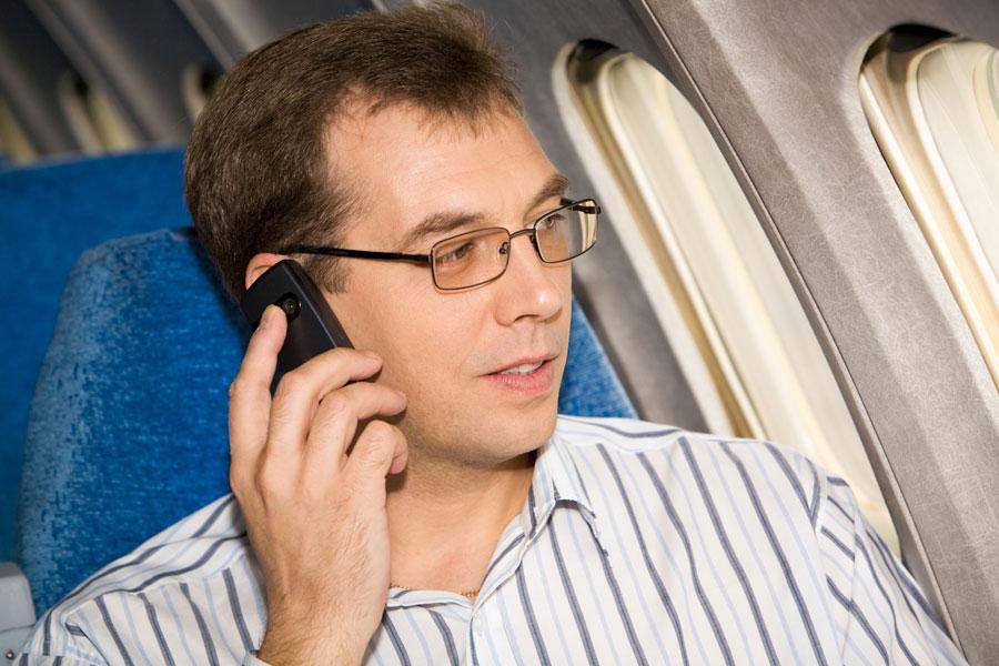 Causas de por que no se puede usar el movil en un avion. Razones científicas de por que no se puede usar el móvil durante un vuelo