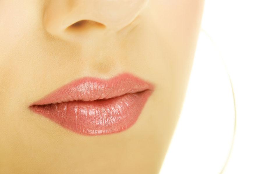 Técnica para darle volumen a los labios. cómo dar volumen a los labios finos. Técnica casera y rápida para dar volumen a los labios
