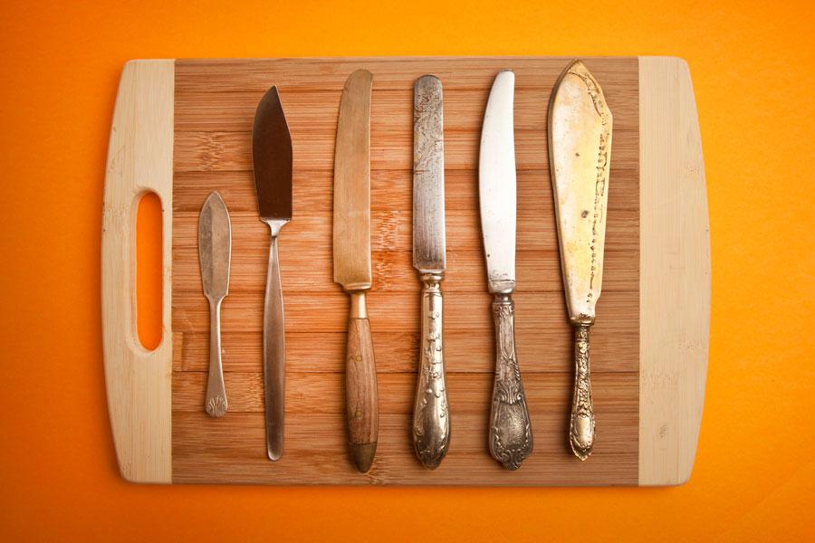 Cómo crear una tabla magnetica para colgar cuchillos. Idea para colgar los cuchillos en la cocina. Tabla magnética para colgar utensilios