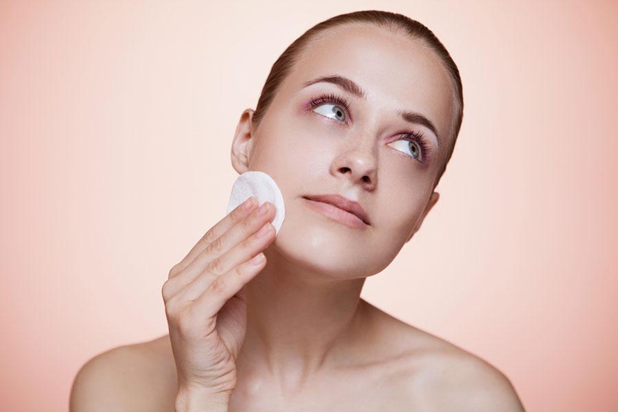 Cómo preparar un tónico casero para la piel del rostro. Receta casera para hacer un tónico para el rostro. Tónico casero a base de vinagre de manzana