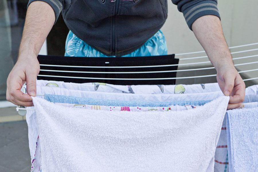 Trucos para secar la ropa dentro de casa. Cómo secar la ropa cuando llueve. Secar las prendas en días de lluvia. Secar las prendas rápido y fácil