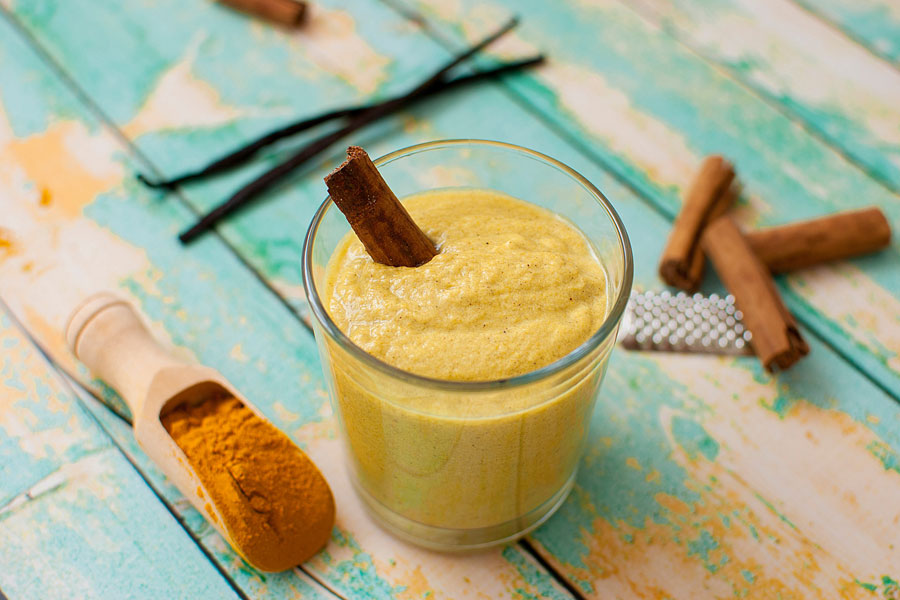 Cómo preparar leche dorada en casa. Ingredientes y preparacion de la leche dorada. Beneficios y propiedades de la leche dorada