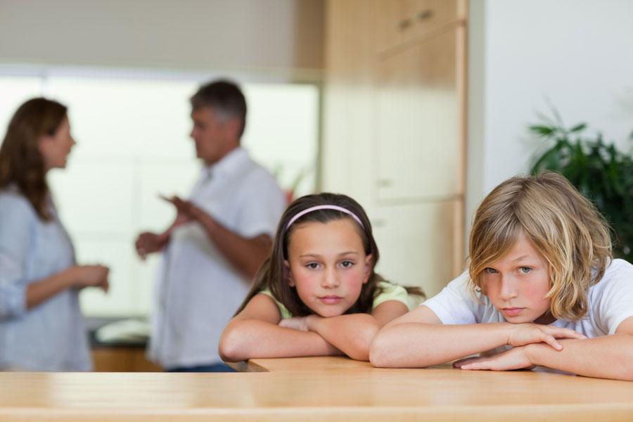Cómo superar un divorcio con niños. Claves para actuar frente a los niños durante un divorcio. Cómo educar a los niños en un divorcio.