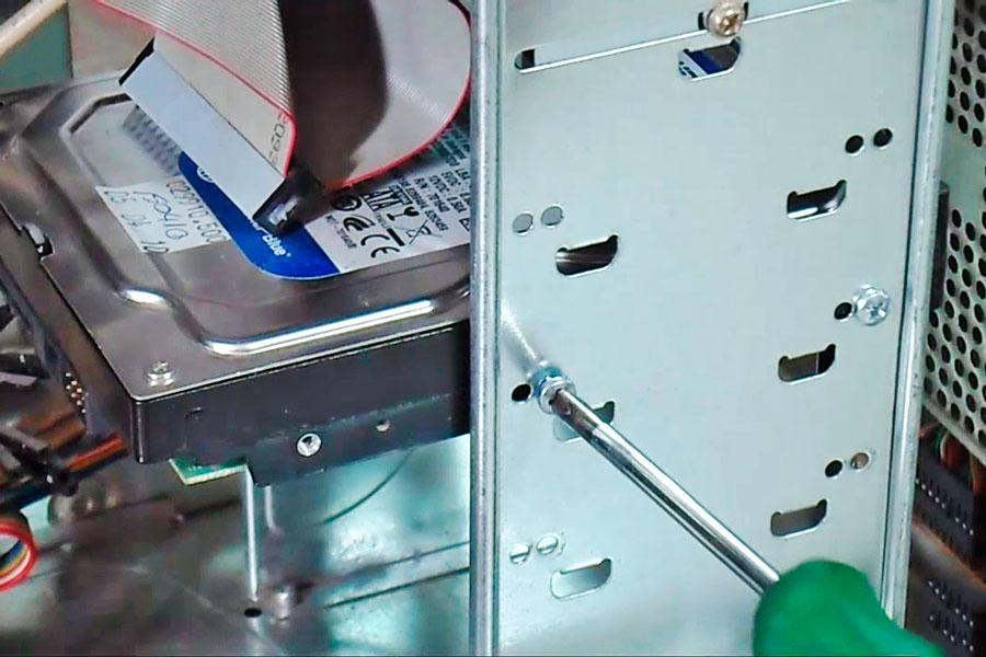 Guía para reemplazar el disco duro. Cómo cambiar el disco duro del ordenador. Pasos para reemplazar un disco duro en el ordenador