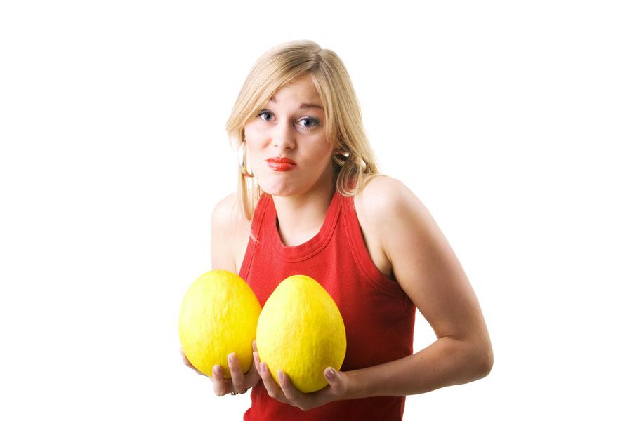 Consejos para levantar los senos caidos. Cómo prevenir senos caídos. Ejercicios para levantar los senos. Tips para mejorar tus pechos