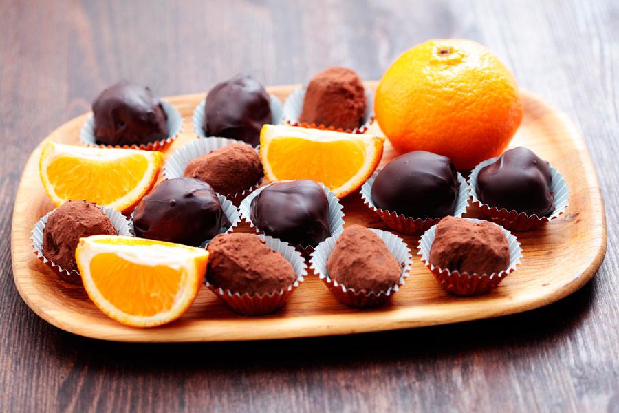 Cómo preparar medallones de naranja con chocolate. Guía para hacer medallones de naranja caseros. Ingredientes para hacer medallones de naranja
