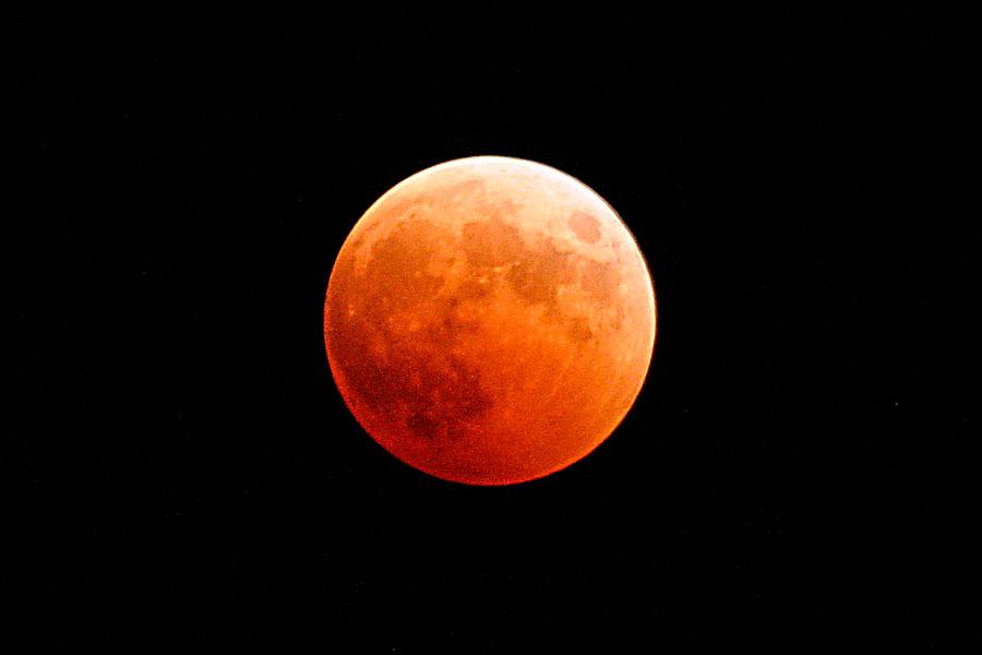 Agenda para saber cuándo es el próximo eclipse de superluna. Qué es la superluna? Características de la superluna