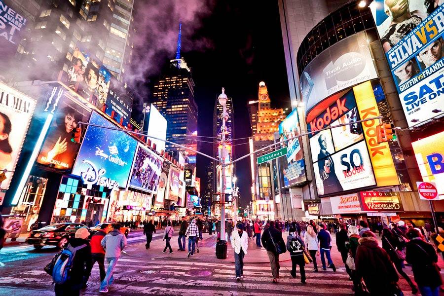 Los mejores destinos para estar de fiesta. 4 lugares con mucha vida nocturna para tus vacaciones. Ir de viaje a sitios con mucha vida nocturna