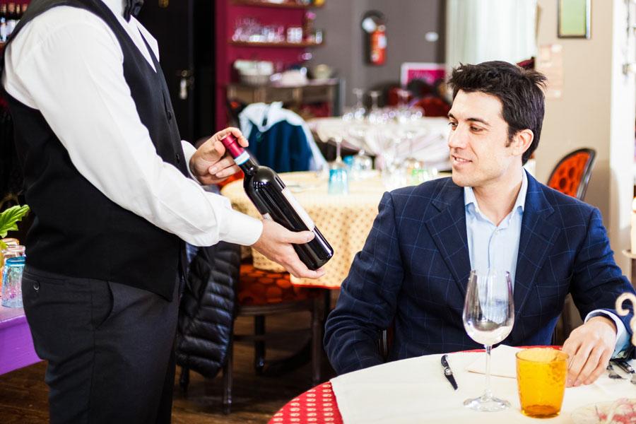 Cómo elegir un vino en una reunión de trabajo. Claves para escoger el vino para celebrar un acuerdo profesional.