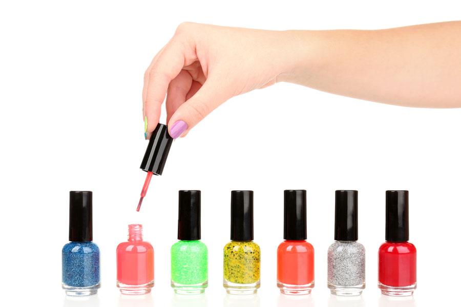 Cómo preparar un esmalte de uñas casero. Guía para hacer un esmalte de uñas casero. Crea tu propio esmalte de uñas fácil y rápido